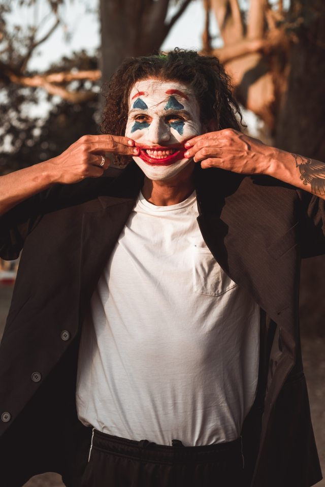 clown-stretching-his-mouth-3078402