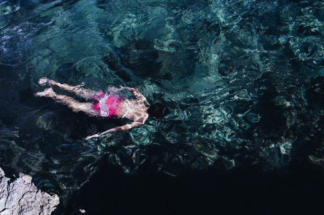 diving-man-swimmer-3098681