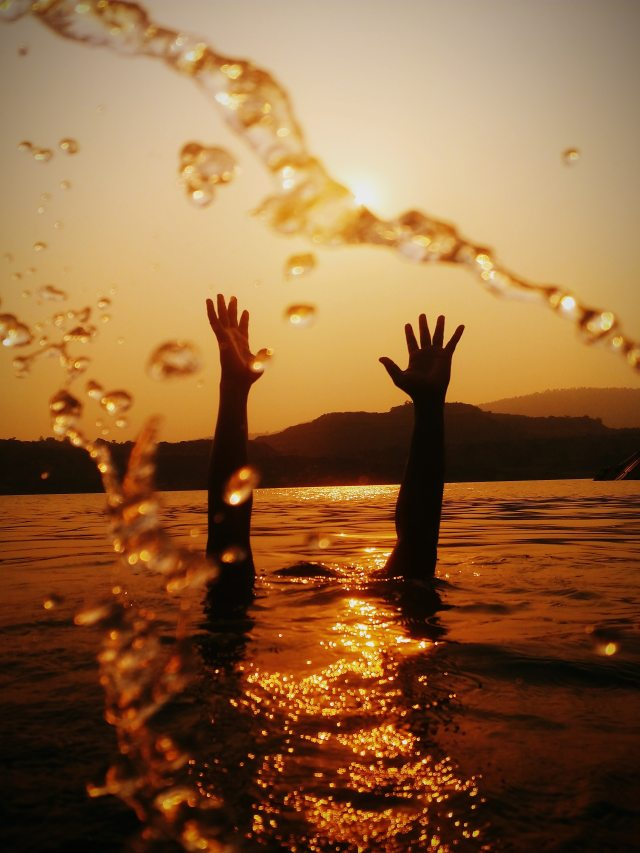 hands-above-water-3353994