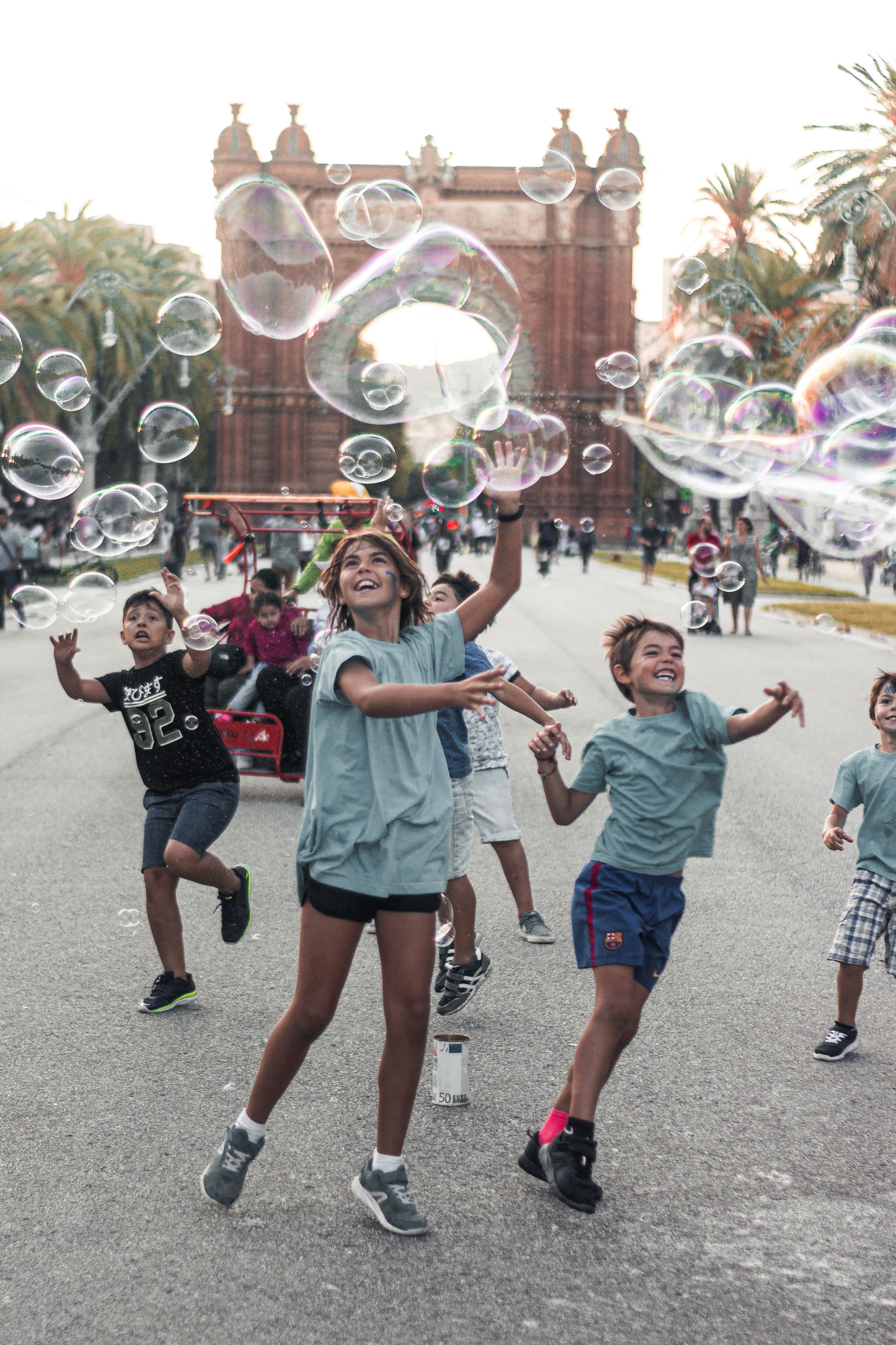 children-playing-bubbles-2914265
